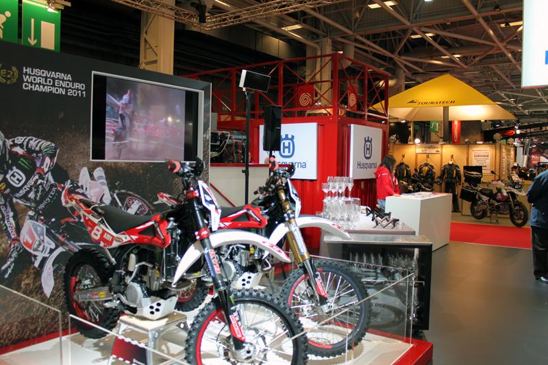 Florence dor salon de la moto stand husqvarna - Salon de la moto tours ...